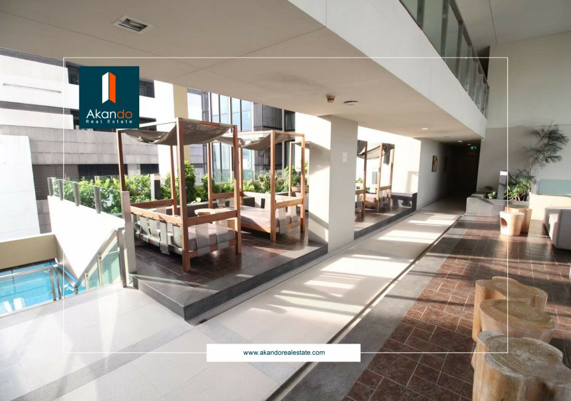 For sale, next to BTS, just 1 minute walk to Ideo Sathorn-Taksin condo.